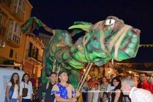 Representación de dragón en el pasacalles infantil del Medievo