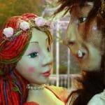 Bella y bestia narra la historia de amor entre una bella joven y un principe hechizado