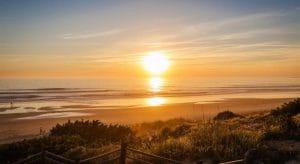 Espectacular puesta de sol en la playa Barrosa, playa familiar próxima al hotel.