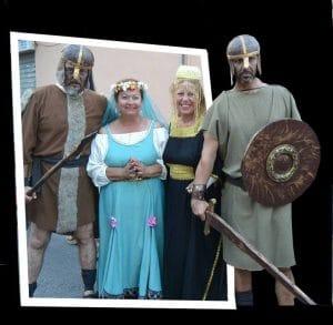 Representación de los trajes y vestimentas típicas y tradicionales de la época del medievo