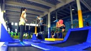 Zona de colchonetas para saltos acrobáticos, para los mas mayores.