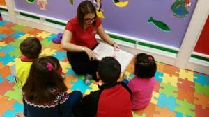 aprender inglés desde pequeños, a través de la lectura, los juegos, las canciones