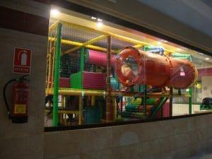 club infantil en el Hotel Polynesia con parque infantil para la diversión de los pequeños de la familia