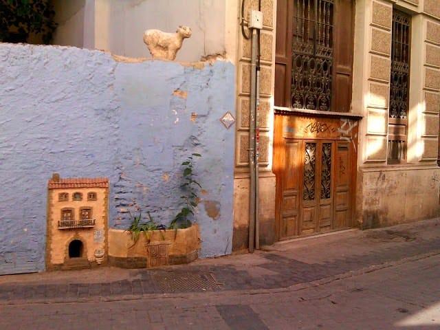 Gatera rehabilitada en forma de Casa de los gatos, de interés turístico.