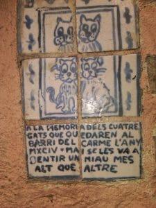 detalle de azulejos antiguos, que homenajean al autor de la obra