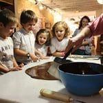 Taller infantil de chocolatería creativa en Barcelona.