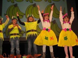 diversión y aprendizaje mediante el teatro y la música.