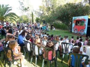 jornada de puertas abiertas con la fundación luis olivares, actuaciones para los peques y los mayores conocerán como ayuda la fundación.