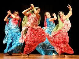 danza bollywood diversión, colorido, alegría en la música, ayuda a conocer otras culturas a través del baile.