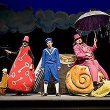 momentos de la representación de El petit dalí, diversión y fantasía para toda la familia.
