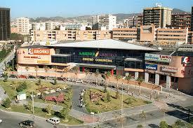 centro comercial para toda la familia, desde las tiendas, ocio, restaurantes.