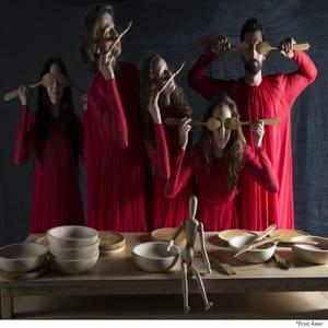 seis bailarines en un montaje inspirado en da vinci
