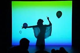 diversión y mágia a través de la danza, la música y audiovisuales, todo para niños a partir de 3 años