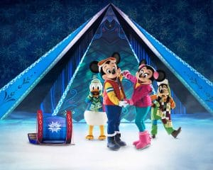 los anfitriones del espectáculo sobre hielo que representarán alguna de las peliculas más famosas de Disney