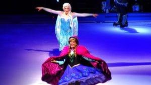 Diseny on ice cuenta la historia de dos hermana llamadas Elsa y Ana