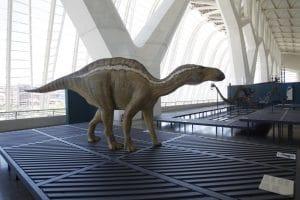 exposición con detalles de las diferentes especies de dinosaurios en España