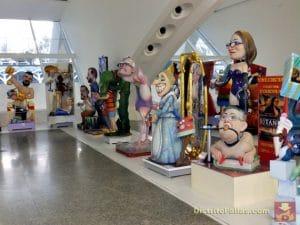 exposición de ninots en el museo de las ciencias