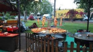 menús infantiles, buena comída para adultos, un divertido parque cerca para pasar un día en familia