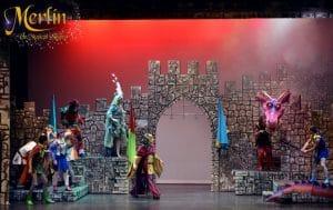 un musical para toda la familia con un gran elenco y personajes como merlin, el joven Arturo y hasta un dragón