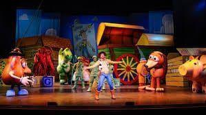 durante la actuación de The Toy Story los juguetes cobran vida,