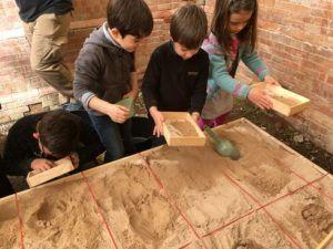 experimentar con sus manos la experiencia de la arqueología