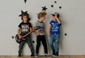 campamento de rock para niños de diferentes edades dónde disfrutar de la música y actividades al aire libre