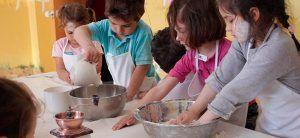 la cocina es uno de los talleres que podrán realizar durante su estancia en la granja escuela Fuente Redonda