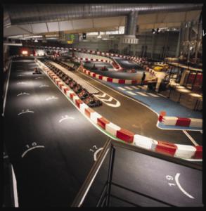 Indoor karting, diversión y adrenalina en las pista con un kart