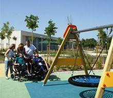 parque infantil de integración dónde sus instalaciones están adaptadas para el uso y disfrute de todos