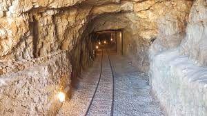 visitar con los peques unas minas con mucha historia, la más importante de fosfatos
