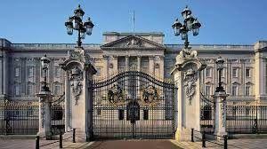 viajar a Londres y disfrutar visitando el palacio real y el cambio de la guardia
