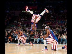 los magos del baloncesto haciendo trucos imposibles