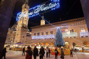 disfrutar de la iluminación en las navidades con 26 de los árboles de diferentes zonas de la ciudad