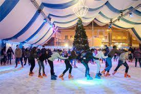 además de la iluminación de las navidades, disfrutar de la pista de hielo
