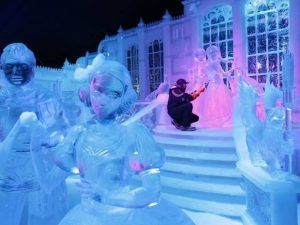 diversión y sorpresas en el festival de hielo y el mercado tradicional navideño