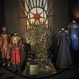 Sala del trono, con el trono de Hierro, forjado con las espadas de las batallas