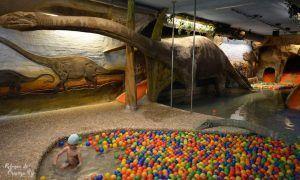 Diversión en un spa para niños, con toboganes y piscinas climatizada, diversión para ellos, relax para los padres