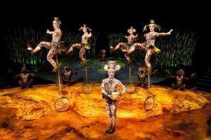 Cirque Du Soleil y uno de sus clásicos, malabares en monociclos