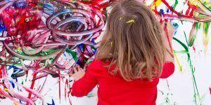 Art&Museum realizando taller infantil de pintura y diferentes técnicas artísticas