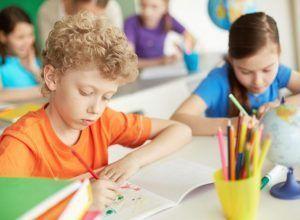 diversión, actividades deportivas, aprender idiomas en campamento infantil