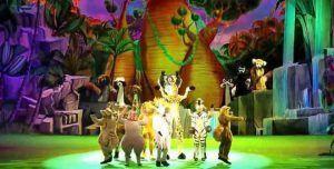 espectáculo con los protagonistas principales de la famosa película Madagascar: el león, la cebra, el hipopótamo y la jirafa.