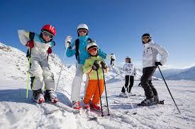 Disfrutar en familia de las diferentes actividades que ofrece la nieve en Sierra Nevada
