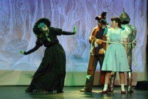 La bruja del Oeste que seguirá a Dorothy y sus amigos camino a Oz