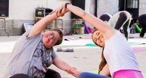 clase de yoga y relajación para niños con Autismo y TDAH.