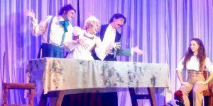 La Bella y la Bestia, el musical, dónde nos cuenta la historia con un toque de humor, una nueva visión