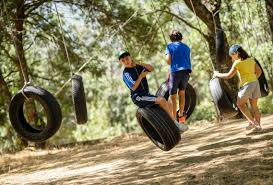 actividades al aire libre, actividades de aventuras, talleres, manualidades y mucho más durante el campamento