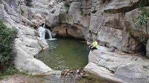 río, pozas y charcos naturales