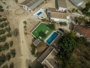 plano aéreo de las instalaciones del campamento rural