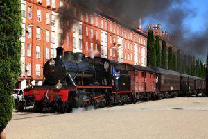 Visitar y viajar en familia en un tren de época, en el Tren de la fresa.
