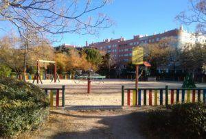 zona de juegos en el parque de la Ribota, zona de diversión infantil
